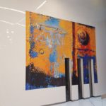 Scénographie pour exposition temporaire en entreprise par Arts Affaires